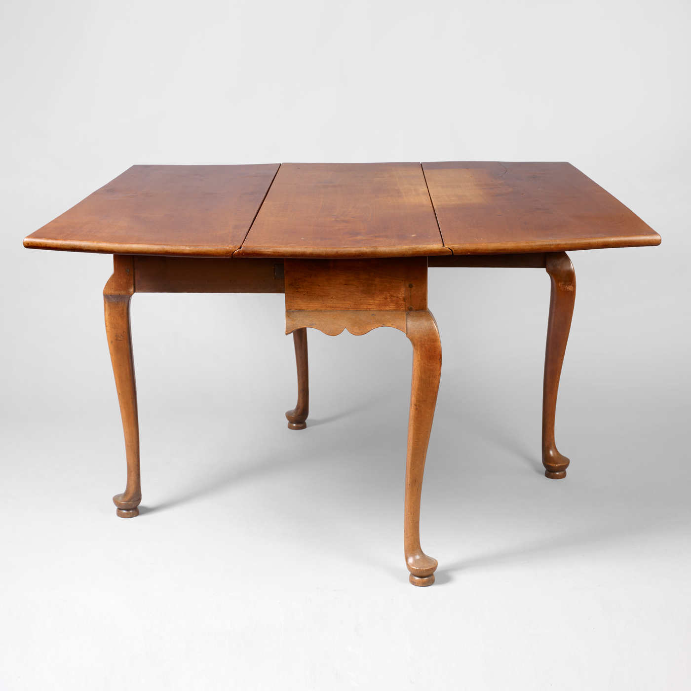 Queen Anne Drop Leaf Dining Table • Jeffrey Tillou Antiques